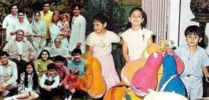 Cute Childhood Pictures Of Ranbir Kapoor With Karisma And Kareena